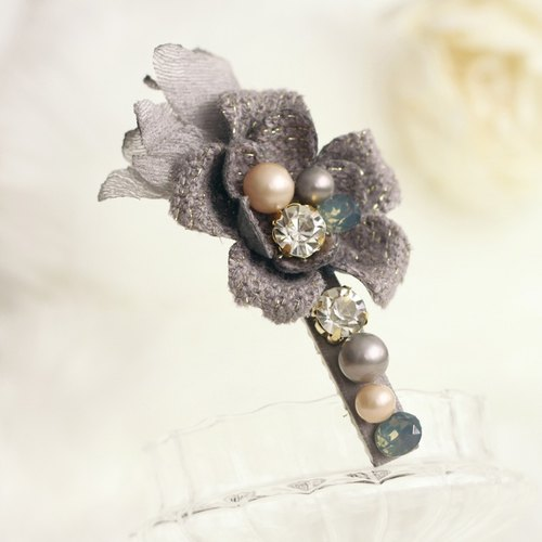 Lovely Flower with Pearl Decoration Hair Clip
