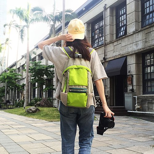 City tour visiting the outdoor leisure ‧ ‧ ‧ shoulders folded and stored after the trip light backpack - shuttle. green