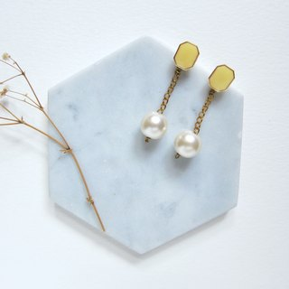 UNIFE wire with pearl earrings