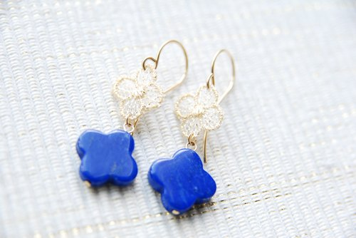 Lace and lapis lazuli flower earrings (14 kgf)