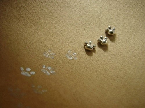 comewithmeow ***  ( footstep paw cat silver earrings 貓 猫 足迹 肉垫 銀 穿孔耳环 )