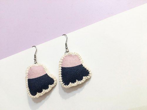 Flower secret (fabric earrings _ hanging earrings) purple