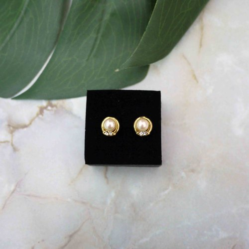 French Classical Earrings (Pale Yellow Pearl)