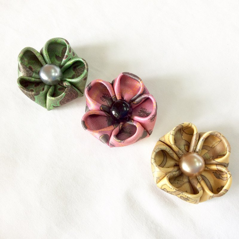 Retro Flower clip. Kanzashi Ribbon flower hair clip.