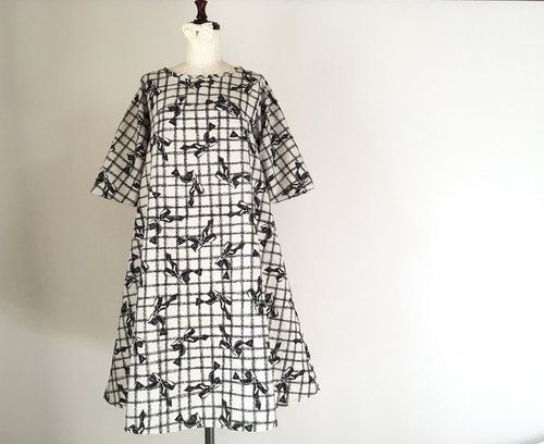 Antique style * Flare dress of ribbon * half-sleeve * black