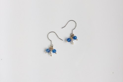 Flower shape pearl blue agate earrings