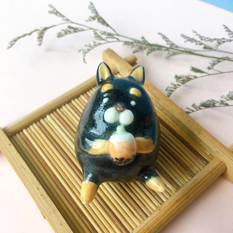 手作動物瓷偶-喝珍珠奶茶頹躺的黑柴犬