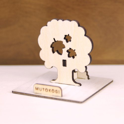 Autumn maple tree x handmade wooden mobile phone holder, iphone and various cell phones are applicable, wedding gifts, exchange gifts MUTOKOGI