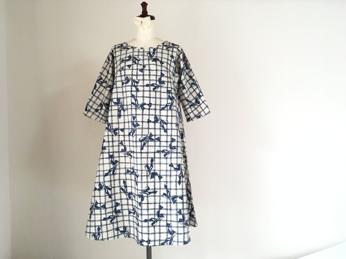 Antique style ribbon flare one piece dress five-quarter sleeve dark blue