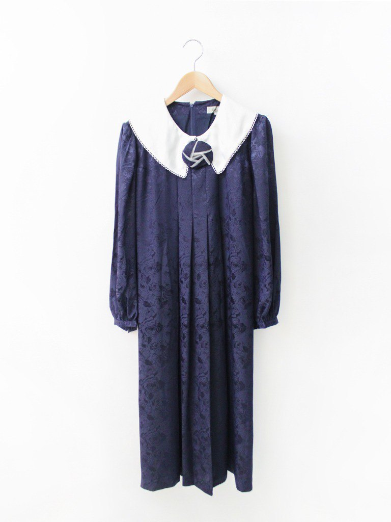 Japan made a large retro lacy white lapel dark blue rose long-sleeved vintage dress