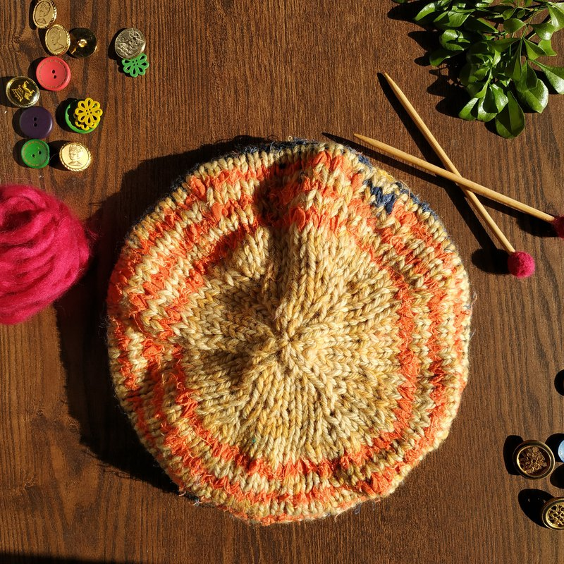 Wool handmade beret painter hat-Moscow sunrise