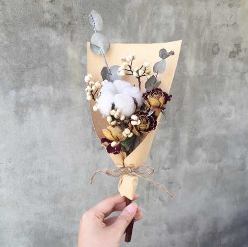 Cotton color dried bouquet of roses