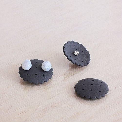 Ceramic earrings jewelry storage rack pure black porcelain dark chocolate color a cookie factory
