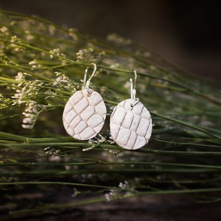 Genuine crocodile leather earring in off white (Sterling silver)