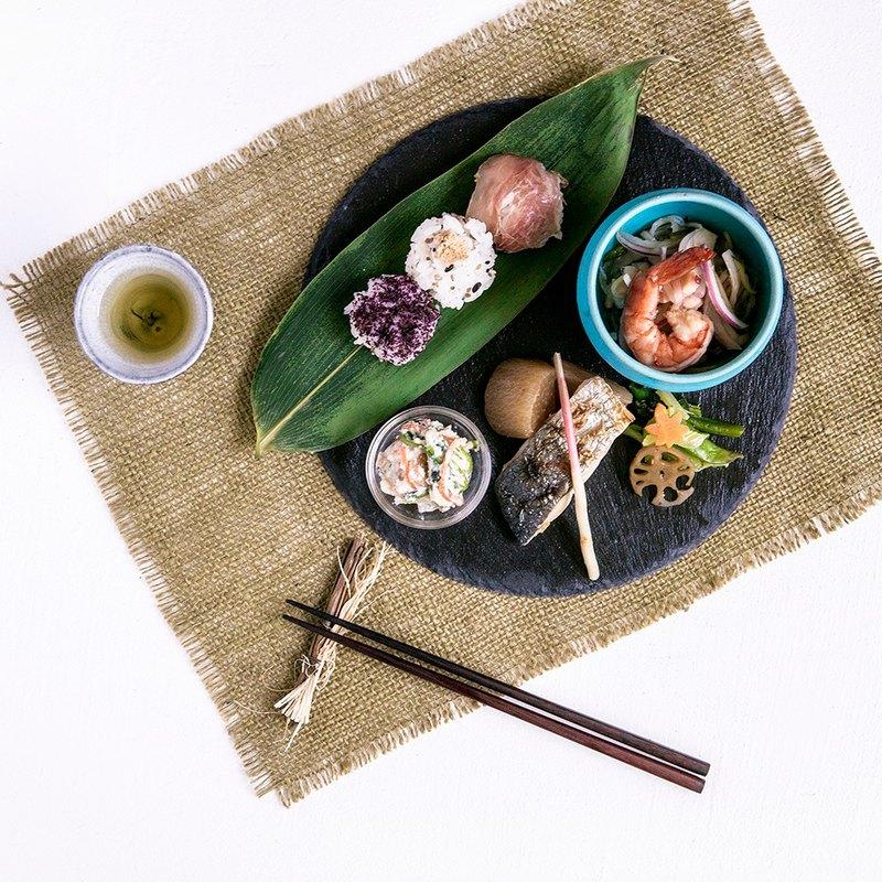 日本BRUNO Slate岩板餐盤 (圓形) 附無毒粉筆可留言
