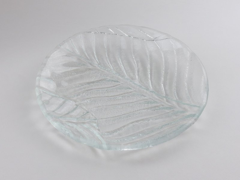 Kew banana leaf glass plate round 20cm-95017
