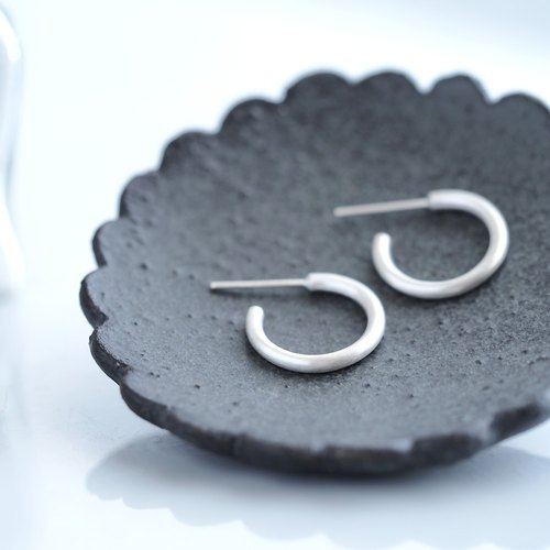 S size) Matte hoop earrings silver 925