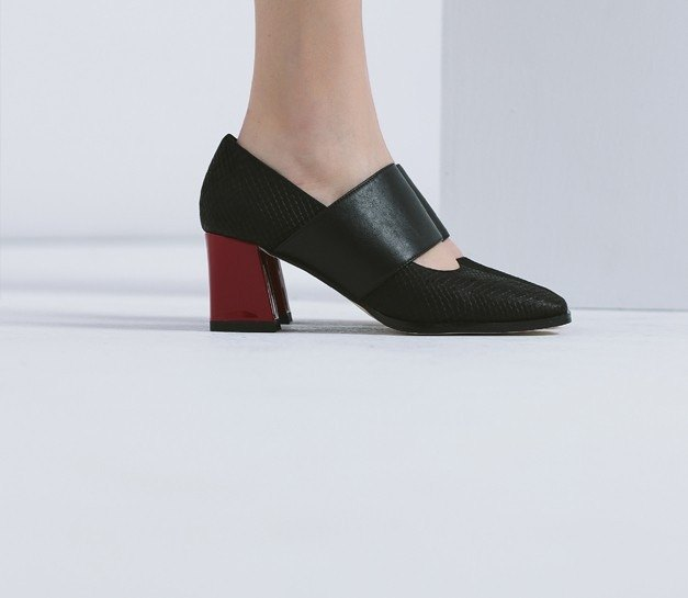 Fierce head head feet wide with thick leather shoes black and red