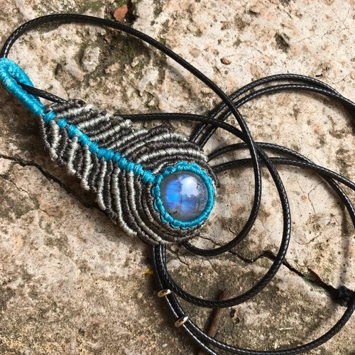 【Lost And Find】Natural Labradorite macrame  feather necklace