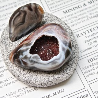 SHIZAI - Miniature Agate Crystal Cornucopia with Base