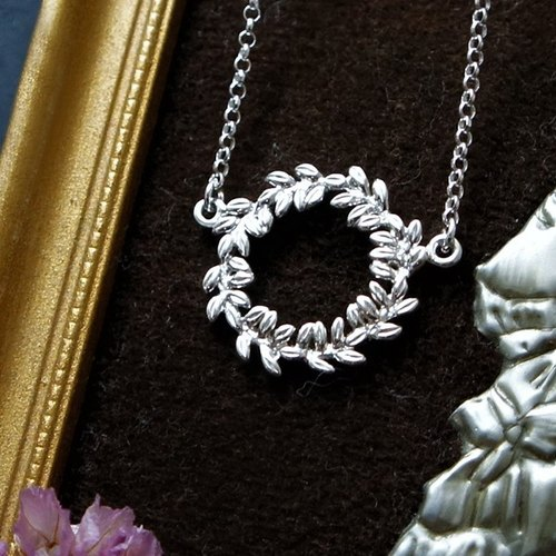 GT wreath Silver Necklace