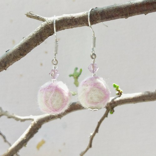The end of the shallow powder crystal hand-made wool felt earrings can change ear clip