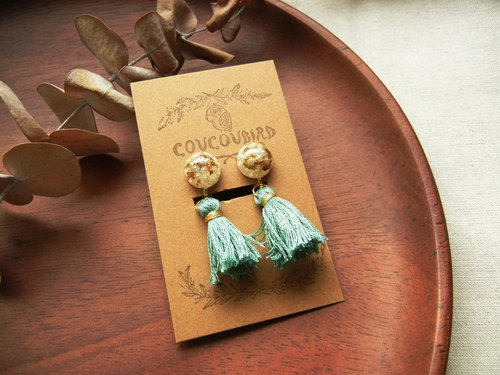 *coucoubird*gorgeous - small pearl gold leaf tassel ear clip / mint green