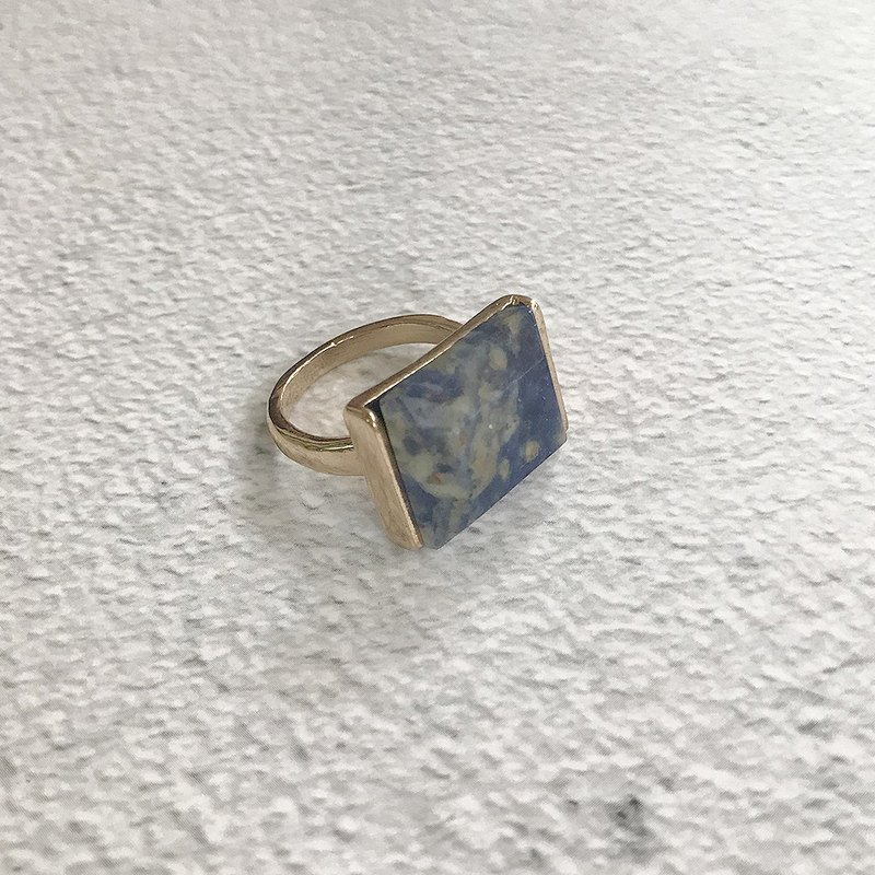 Blue lines stone antique ring BFA066