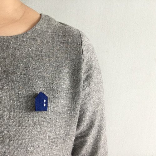 Handmade wool felt brooch : blue house