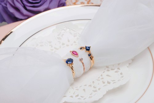 18K champagne gold sapphire rings are compact retro design
