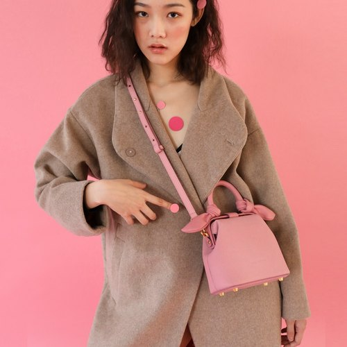 【Small】 Sakura pink claw shape gold shoulder Messenger bag Macaron girl heart does not hit the bag series Hand-stitched the first layer of small embossed leather cowhide hand-stitched leather shoulder bag Customizable lettering Christmas birthday Valentine