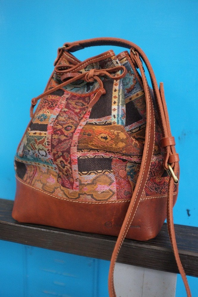 Old school stitching bucket bag (SIZE:)