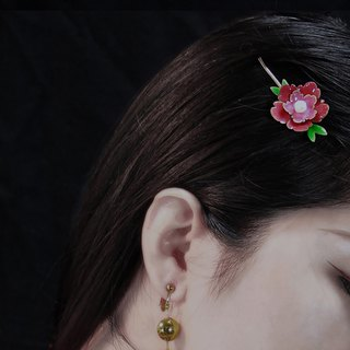 Red and green. Freshwater Pearls. Hairpin.