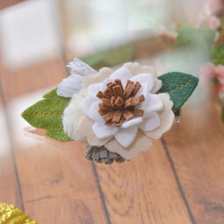 Pompom wood hairpin
