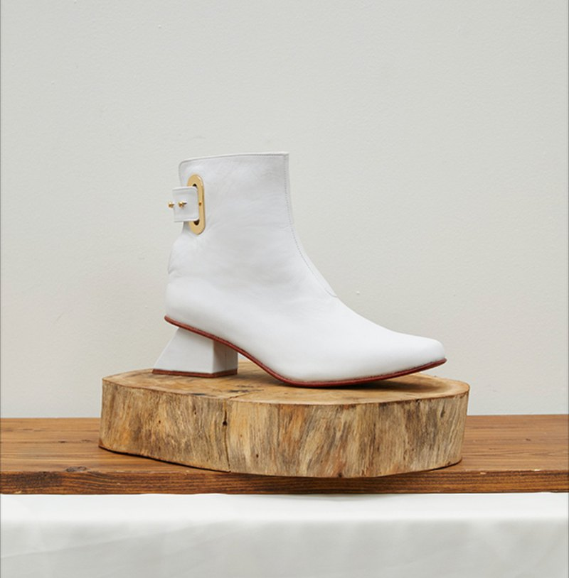 2.4 THE VOYAGE BOOTIE / WHITE