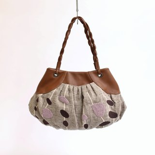 Dalmatian embroidery · gather tote