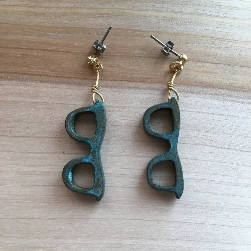 wooden glasses pierced earrings