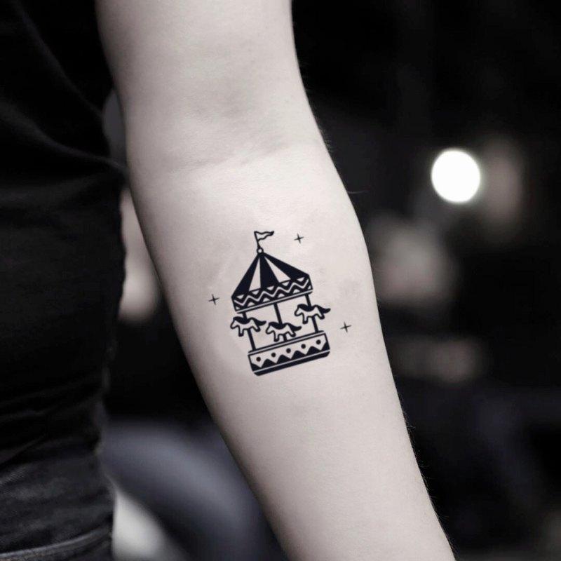 OhMyTat 旋轉木馬 Carousel 刺青圖案紋身貼紙 (2 張)