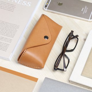 Classic triangle glasses case - camel yellow