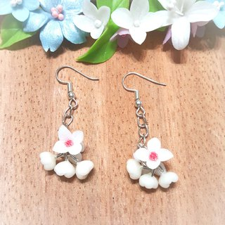 Wind bell flower (white) earrings / ear hook / ear clip