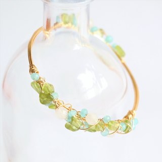 Peridot wire wrapped bracelet - natural crystal bracelet - 18K gold plated wire