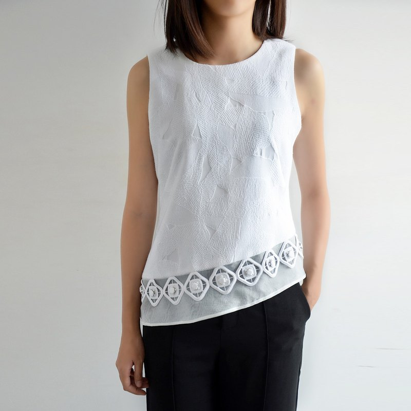 Round neck sleeveless hem top