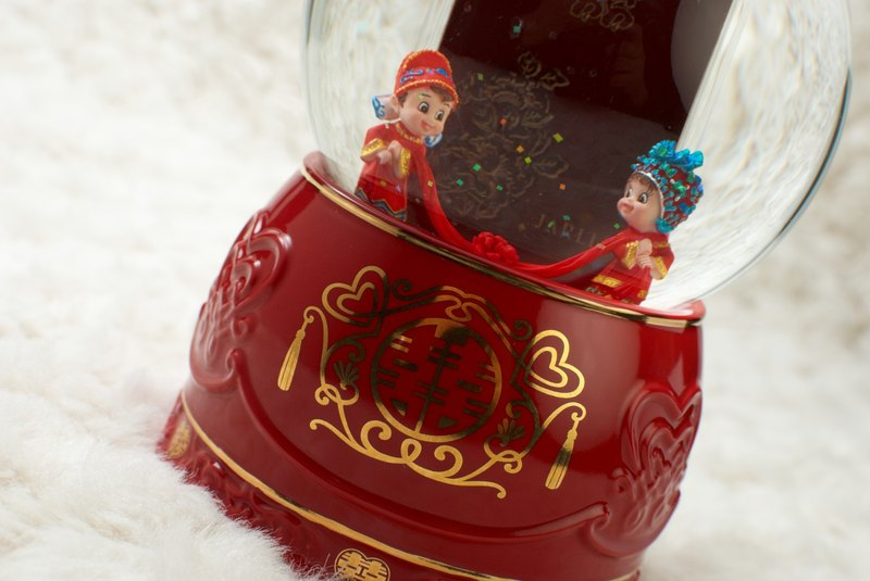 Happy birthday crystal ball music box photo frame wedding ceremony wedding arrangement Chinese wedding