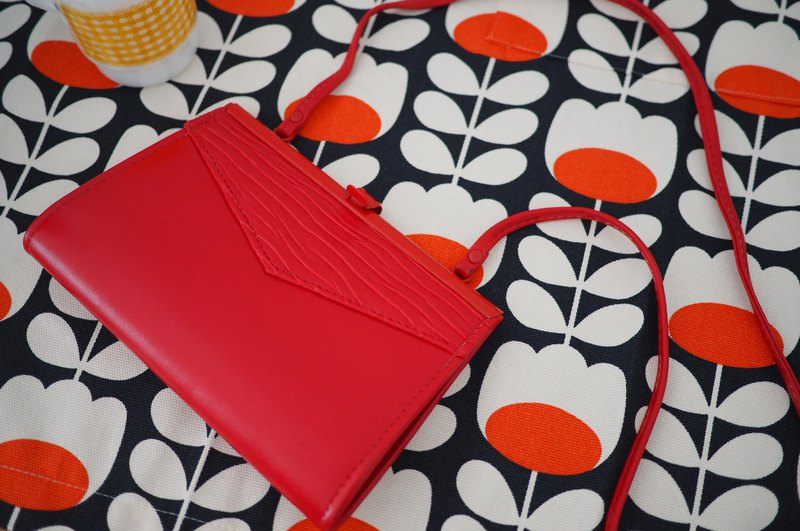 70s vintage leather crossbag retro style red
