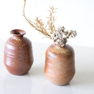 Waiting quietly / hand pull bad · Glaze flower pot · Hand-made pottery