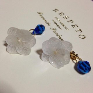 * Off White * Hydrangea's Unicycle Earrings