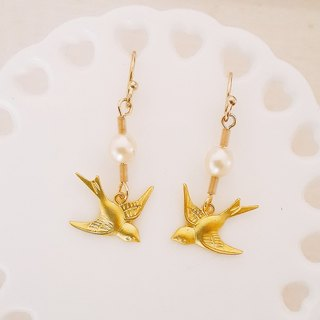 momolico peach Li can swallow bird & pearl earrings