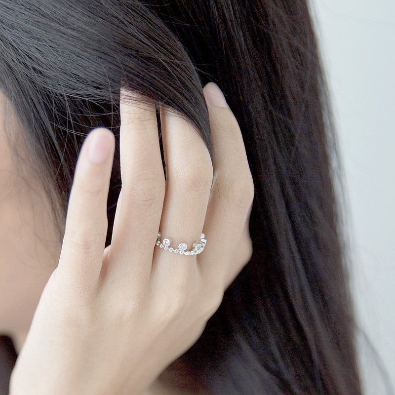Women's Day Exclusive : Little crown ring