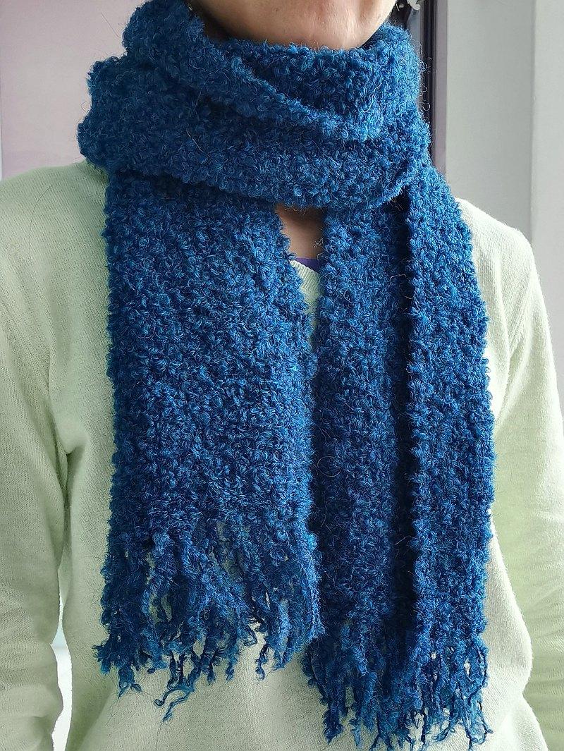 Handwoven by Beatrice | 手織圈圈羊毛小圍巾