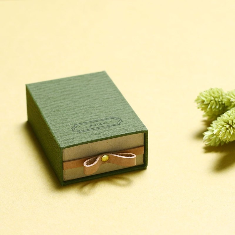 Relax // Moss green) Sliding Box Leather ribbon small box to convey the feelings